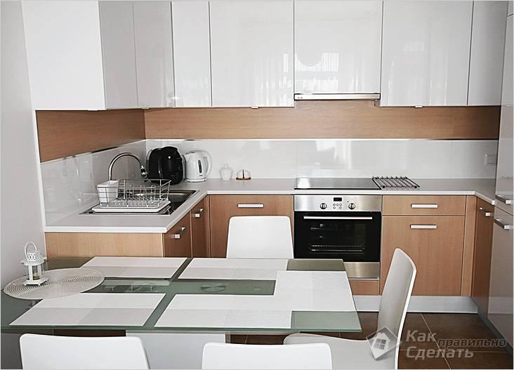 Удачно подобранный дизайн и цвет делает кухню визуально больше.