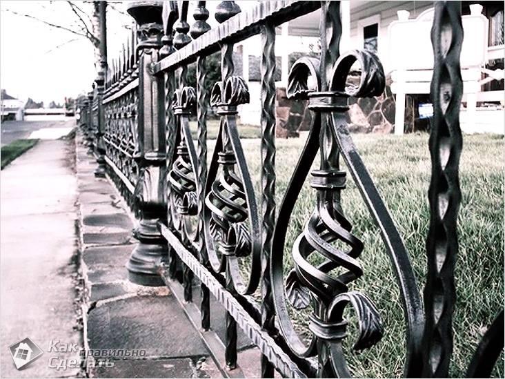 Маленький кованый забор