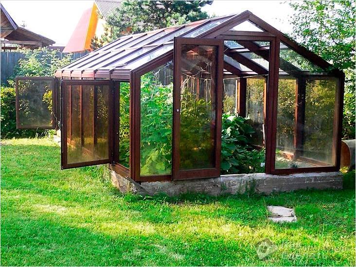 Преимущества стеклянных тепличных построек