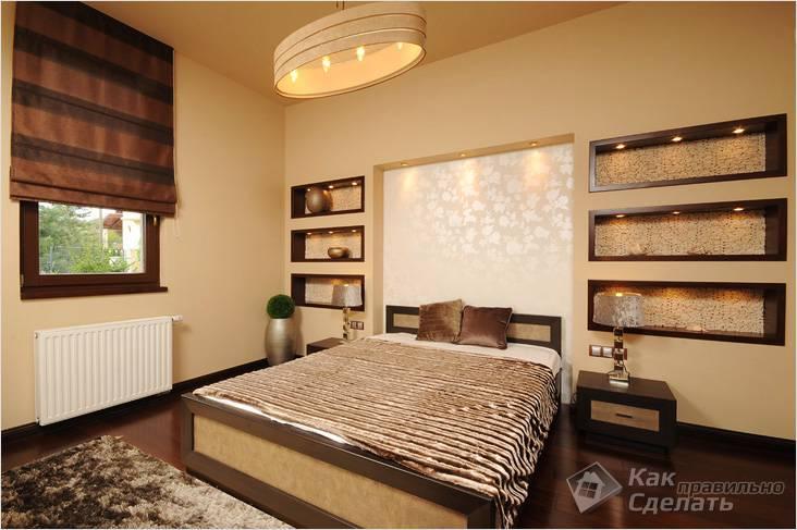 Ниша над кроватью, дополненная полками с подсветкой