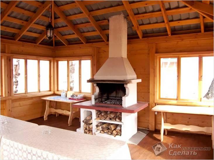 Интерьер готовой деревянной беседки