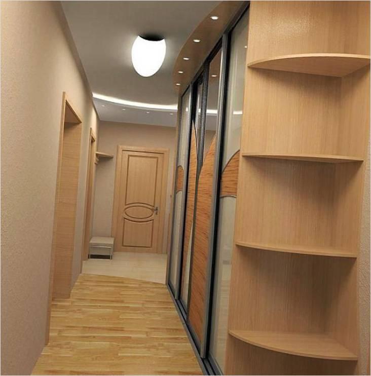 Если позволяет ширина прихожей, можно поставить шкаф-купе вдоль стены