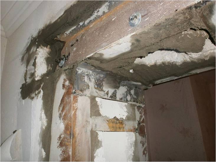 Проем в несущей стене необходимо качественно укрепить, например, с помощью швеллера