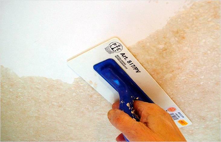 Нанесение жидких обоев на потолок, процесс не из легких