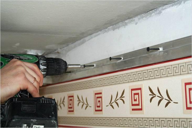 Монтаж стенового профиля