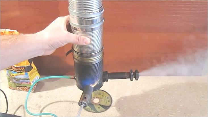 При работающем компрессоре поджигаем щепу
