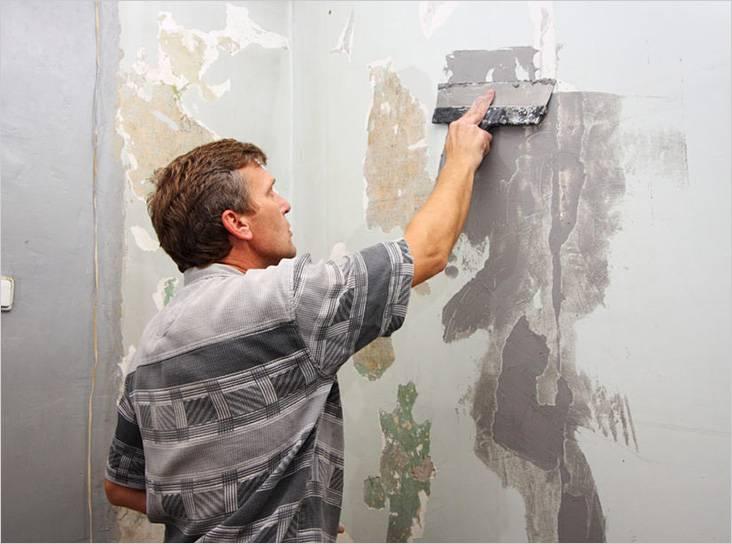 В тех местах, где краска отслоилась, стены нужно выровнять