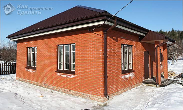 Кирпичный дачный дом