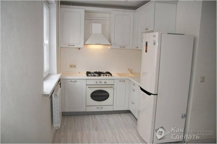 Белая небольшая кухня