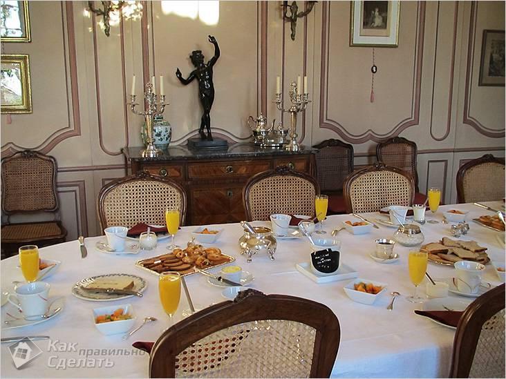 Накрыт стол для гостей