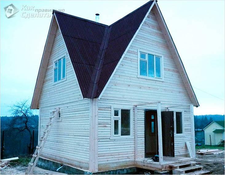 Многощипцовая крыша на деревянном доме