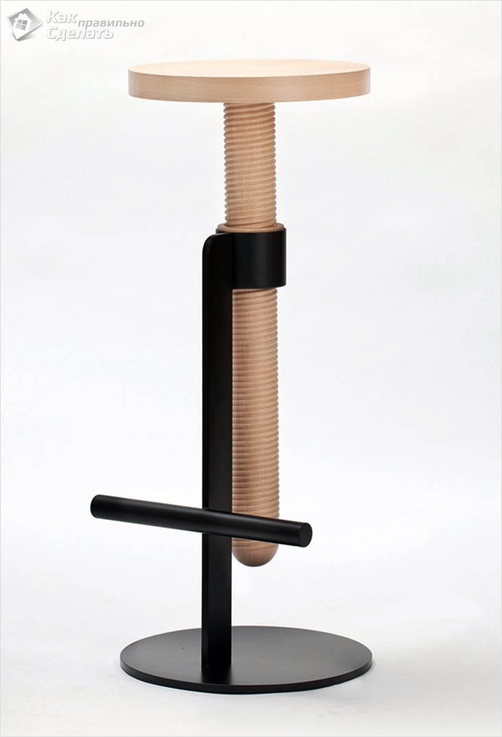 Деревянный барный стул в виде болта