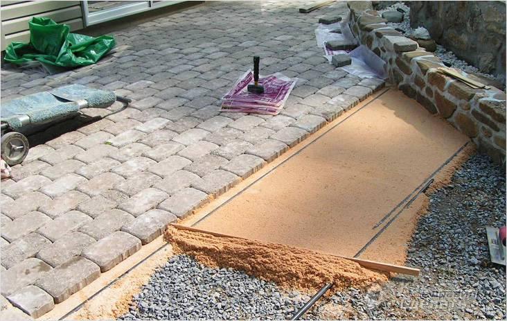 Как положить тротуарною плитку своими руками