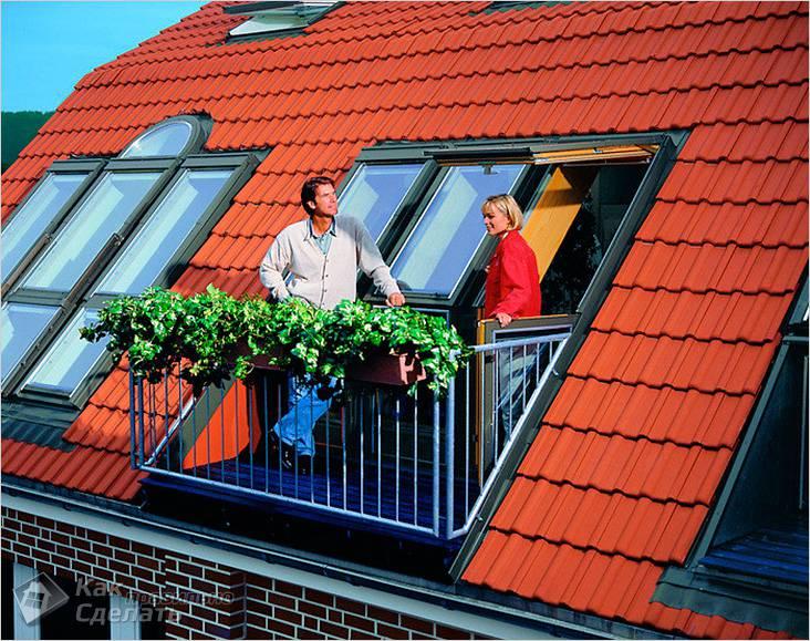 С балконом
