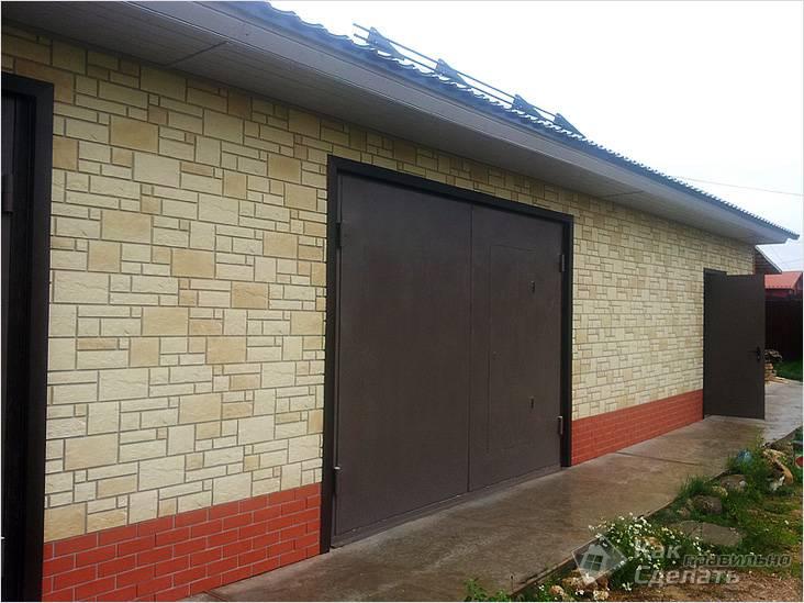 Гараж: отделка фасада и цоколя цокольным сайдингом разного дизайна