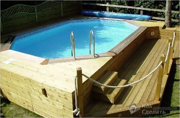Деревянный бассейн с подиумом