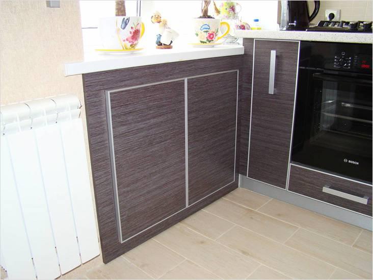 Оформление в стиле кухонного гарнитура поддержит общую концепцию дизайна