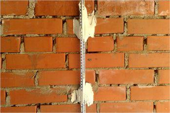 Как установить маяки на стену
