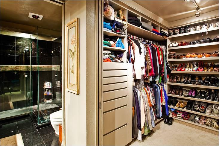Вот что может храниться в гардеробной