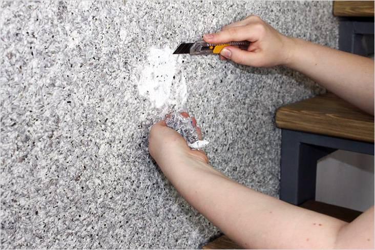 pri-neobhodimosti-spustya-vremya-oboi-mozhno-remontirovat Как сделать жидкие обои своими руками