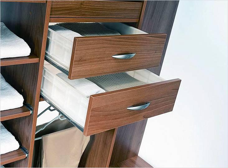 Выдвижные ящики в гардеробной