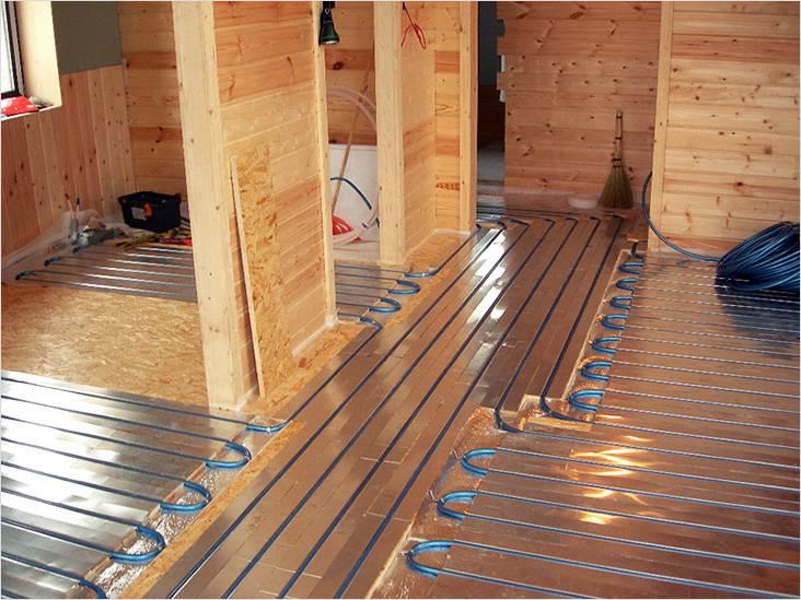 Даже в деревянном доме с деревянными полами можно реализоваться напольное отопление