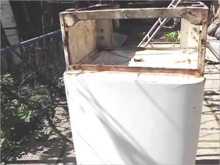 Использовали старый, но еще крепкий холодильник