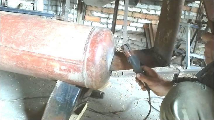 Теперь приварим трубу дымохода
