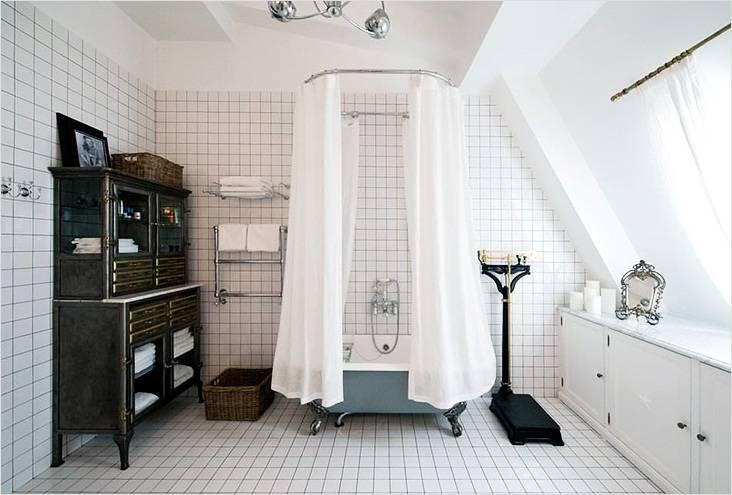Мебель, элементы декора и ванная говорят в пользу стиля ретро