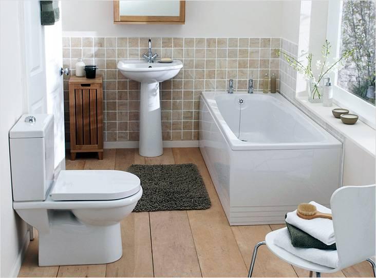 Небольшая совмещенная ванная комната в светлых тоннах