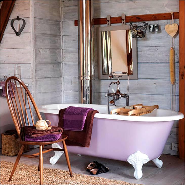 Небольшая ванная комната в серой палитре с элементами кантри