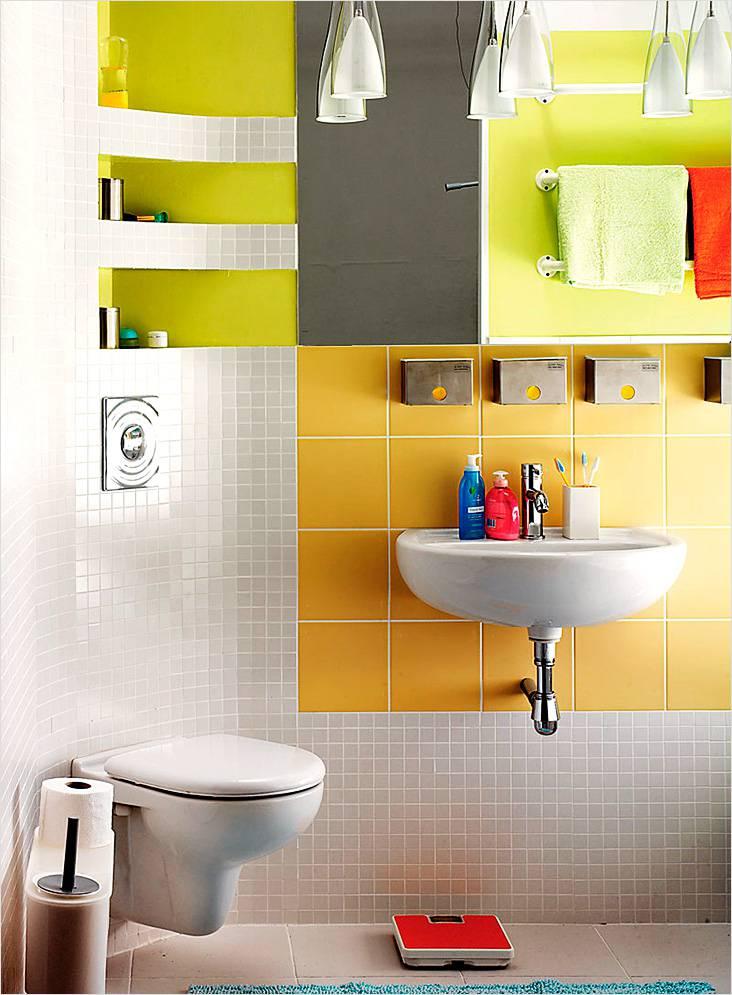 Ниша в маленькой ванной сливается со стеной