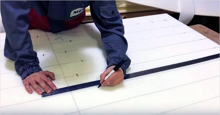 Разметка стяжки на поролоне