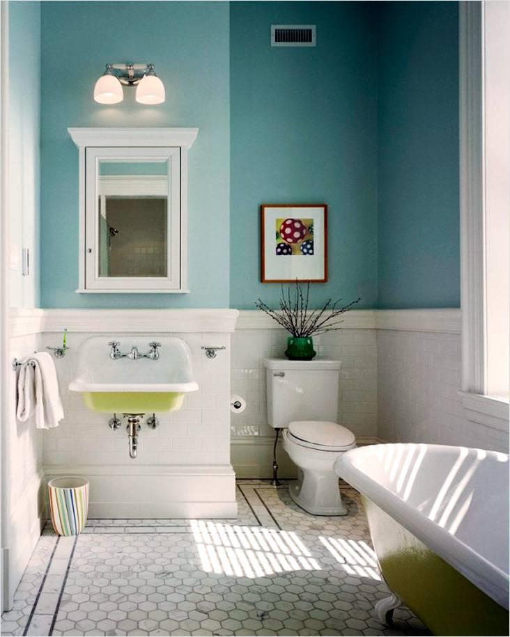 Ретро ванна и умывальник открытый, что характерно для этого стиля
