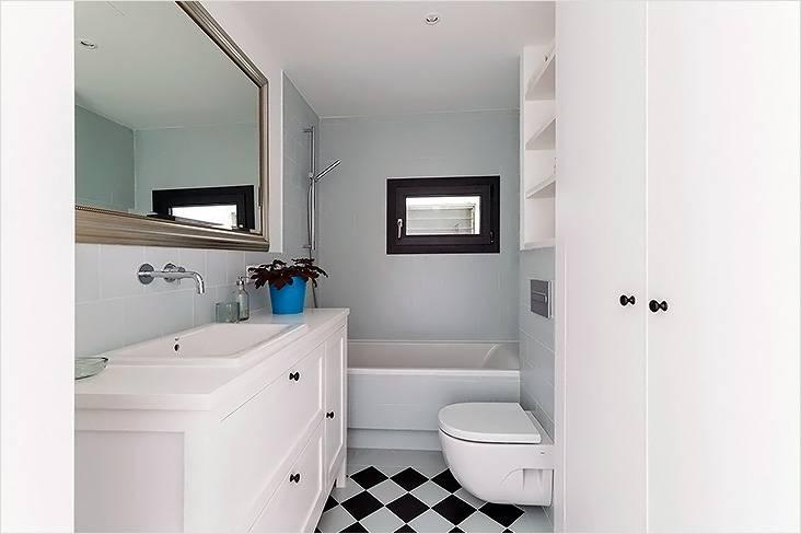 Современный стиль с элементами минимализма в интерьере маленькой ванной
