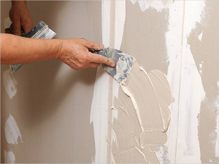 Стены необходимо выровнять финишным слоем шпаклевки