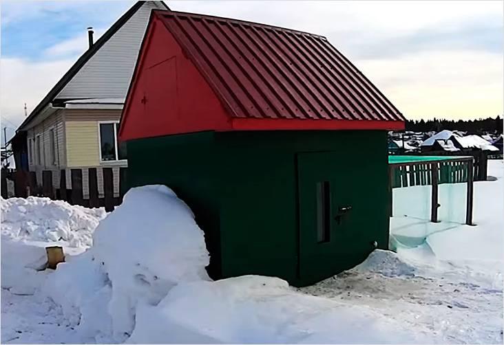 Такой курятник будет отличной защитой для кур даже в зимнее время
