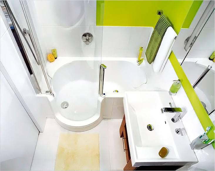 Ванная с душевой в интерьере маленького помещения