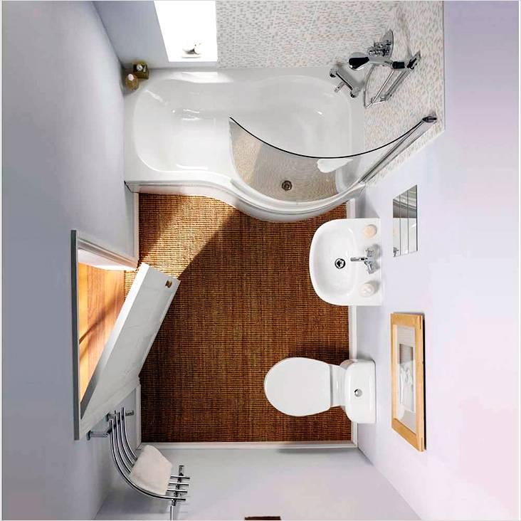 Ванна совмещенная с душевой кабиной в ванной комнате с туалетом