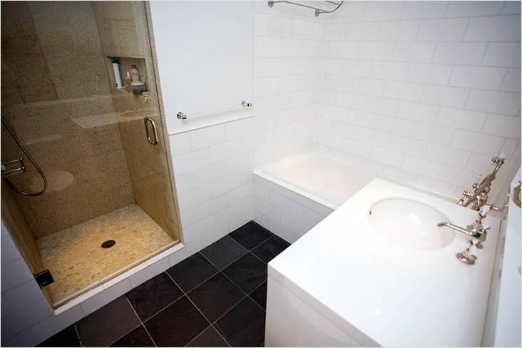 Ванная комната совмещенная с ванной и душевой кабиной