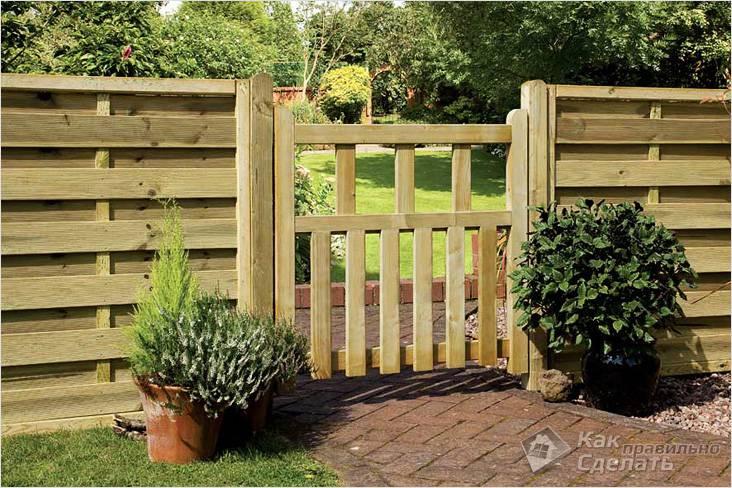 Деревянная ограда для разделения участка