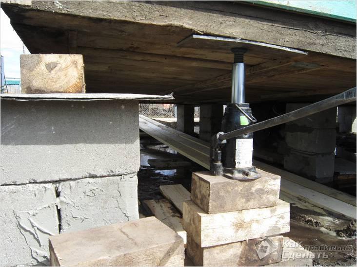Какой домкрат нужен для поднятия деревянного дома