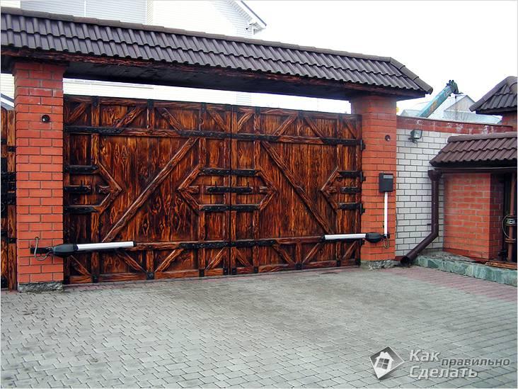 Деревянные распашные ворота с автоматикой