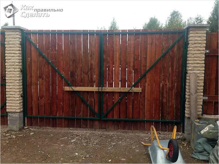 Деревянные распашные ворота