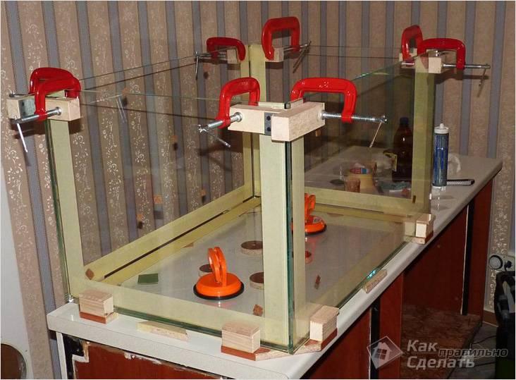 Для закрепления стекол используются струбцины