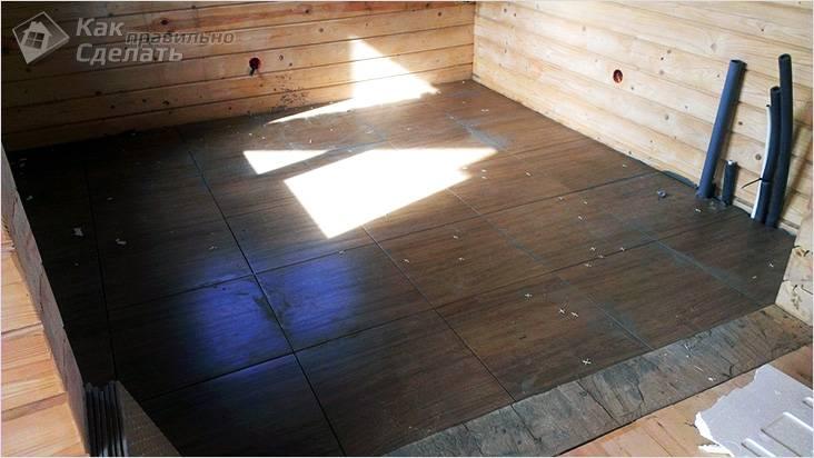 На деревянный пол