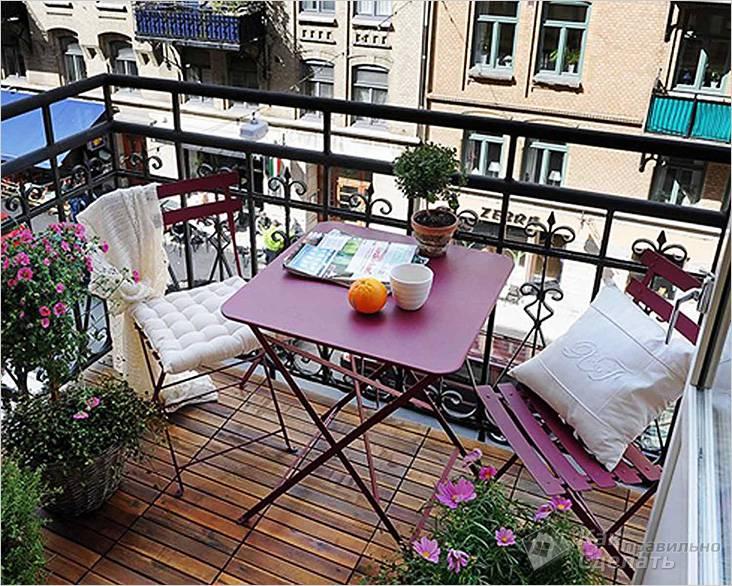 Раскладная мебель на маленьком балконе