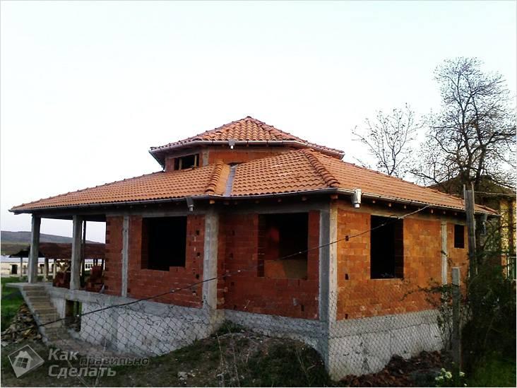 Шатровая крыша из черепицы