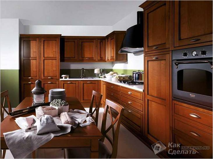 Кухонный гарнитур с деревянными молдингами