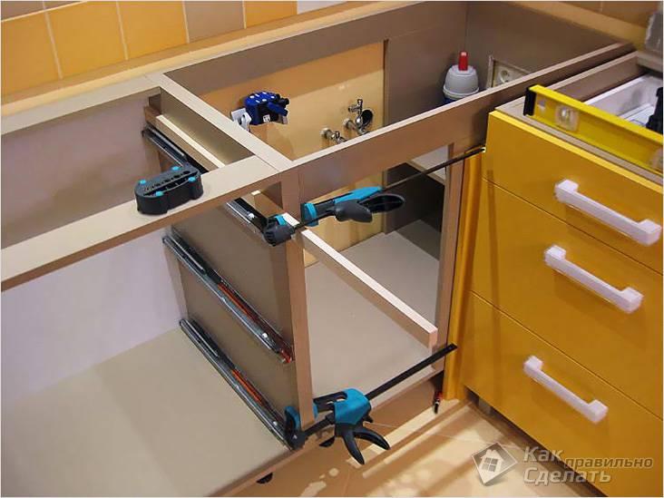 Скрепление шкафчиков для монтажа цельной столешницы